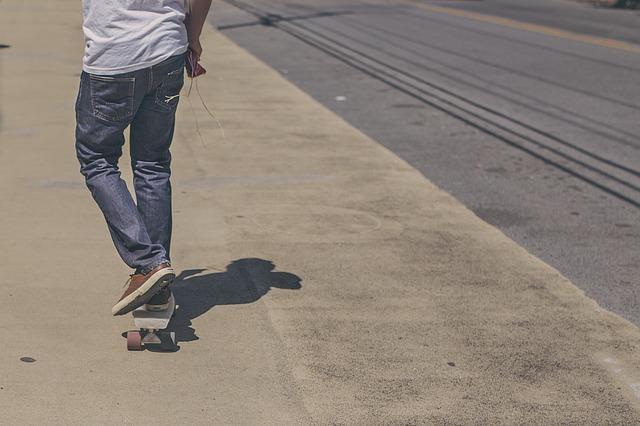 skateboarder-388977_640