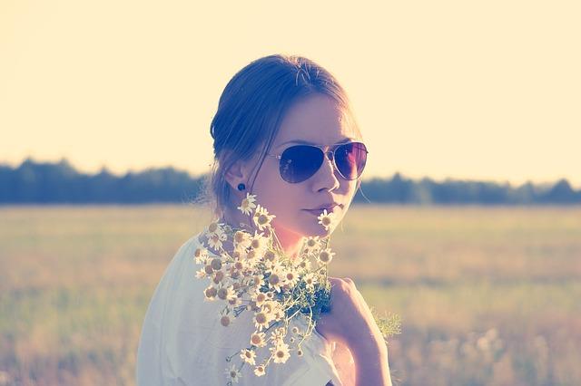 flower-child-336658_640