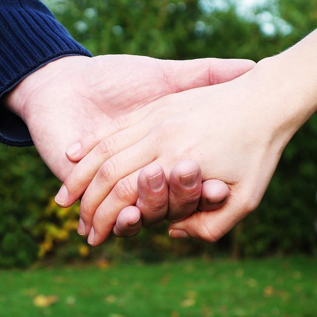 hands-269286_640