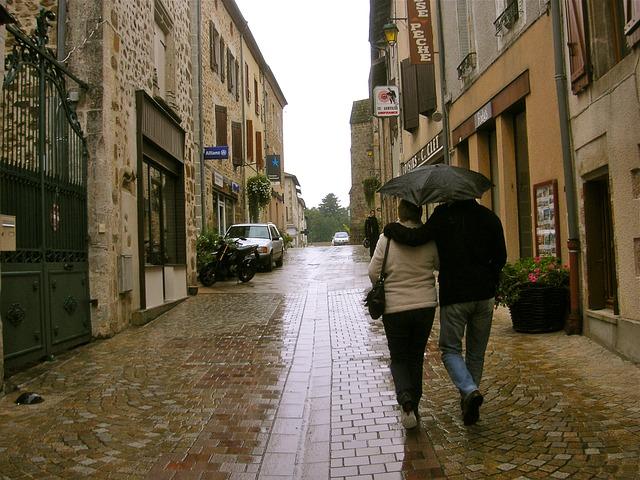 umbrella-220697_640