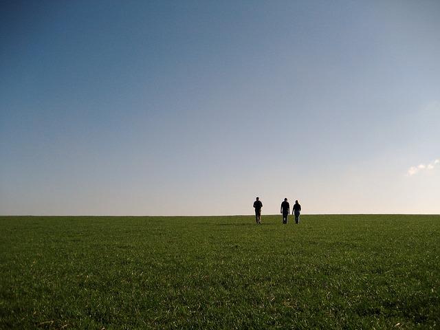 walking-697135_640