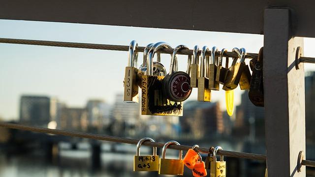 locks-144126_640