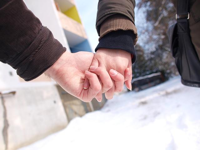 love-928567_640