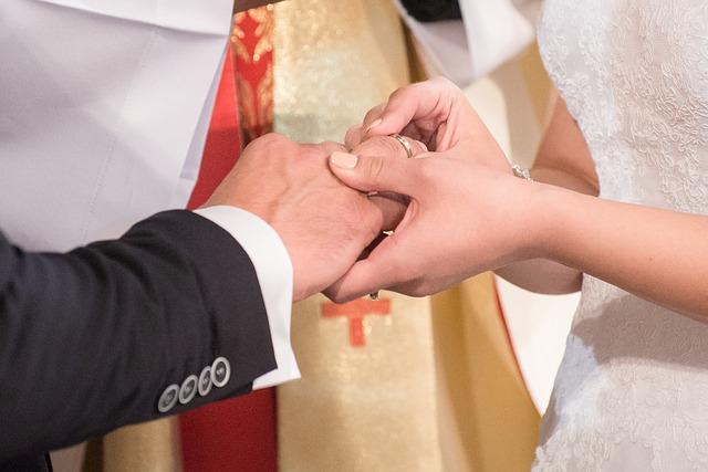 wedding-997631_640