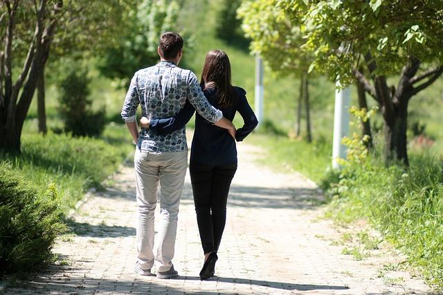 couple-1363959_640