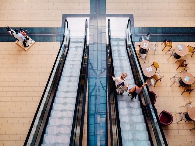 mall-893205_640