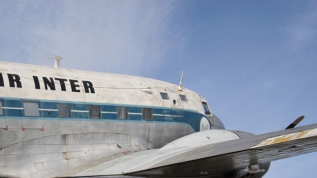 aircraft-200261_640