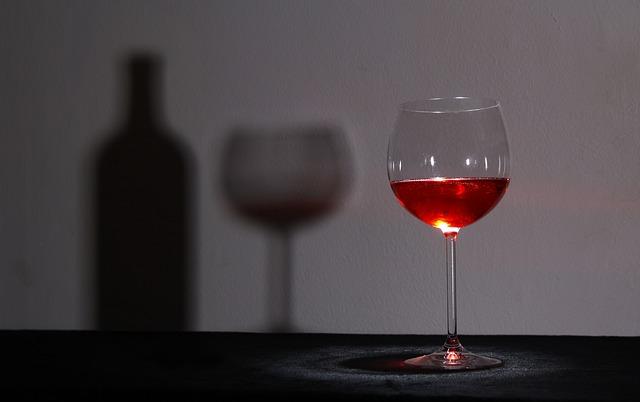 glass-1502835_640