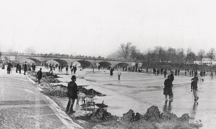 22nd January 1891: Skaters on the Serpentine, Hyde Park, London in the winter of 1891. (Photo by Edward Gooch/Edward Gooch/Getty Images)