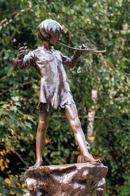 EDAWAN LONDON, UK - September 23, 2014: Peter Pan statue in Kensington Gardens, London