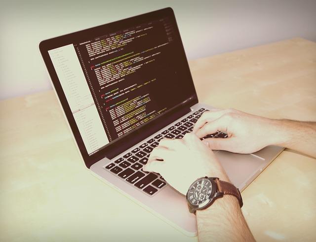 laptop-926775_640