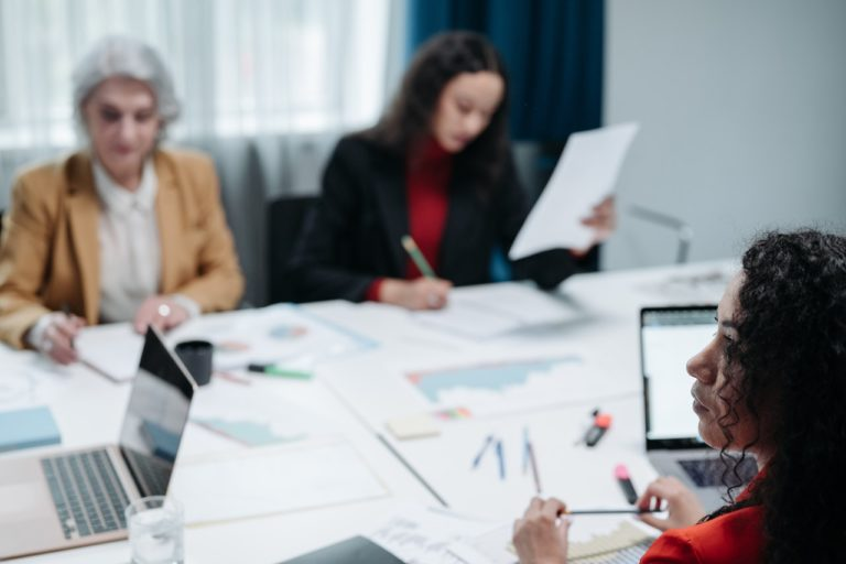 總是捲入辦公室風雲?史丹佛大學教授教你三招應對職場PUA